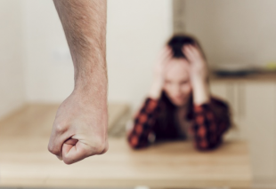 Warning Signs Of Domestic Abuse – When To Take Action!
