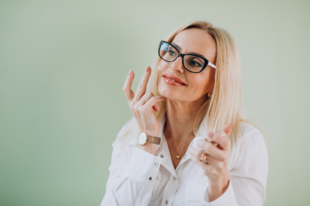What Every Woman Should Know- 6 Simple Secrets To Age Gracefully