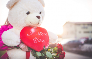 On Valentine's Day, Tradition Still Wins!