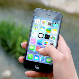 6 Apps Every Modern-Day Mom Must Have on Her Smartphone